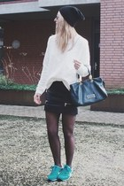 Comfy black and white