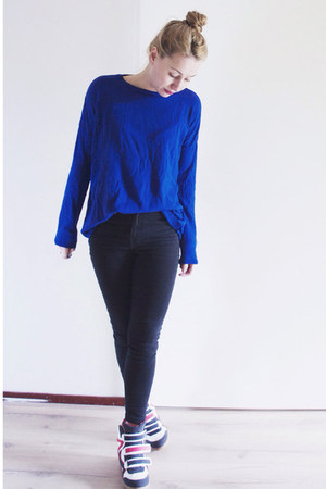 black high waisted River Island jeans - blue knit Zara sweater