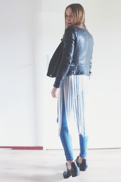 white fringed Bershka cardigan - black low ankle Senso boots