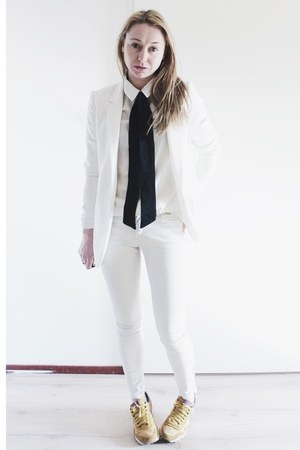 white coated Zara jeans - white basic Zara blazer