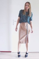Nude pencil skirt & emerald sequins