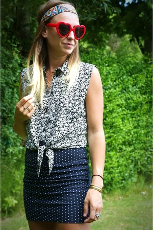 navy polkadot Primark skirt - red heart shape Chicwish sunglasses