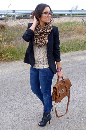 Zara bag - Sfera boots - Levis jeans - Zara blazer - Mango t-shirt