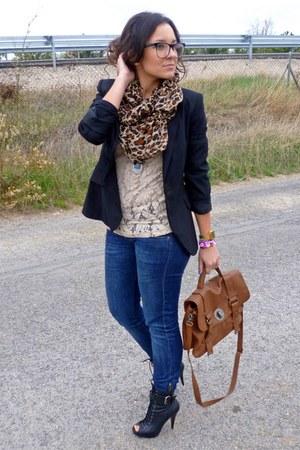 Zara bag - Sfera boots - Levis jeans - Zara blazer - Mango t-shirt