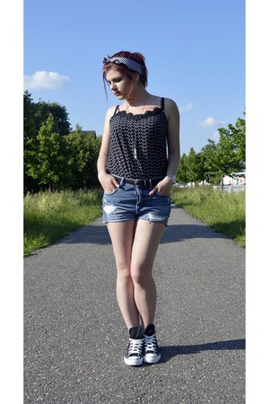 black Converse sneakers - blue H&M shorts - black Atmosphere t-shirt
