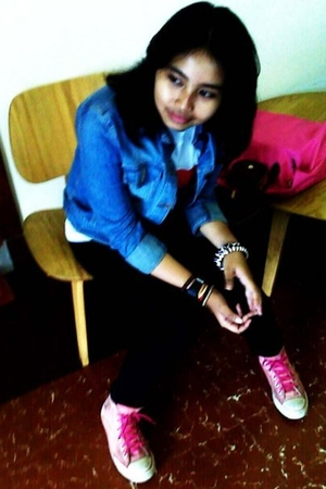 blue Guess jacket - white Bali store t-shirt - black Mango jeans - pink Converse