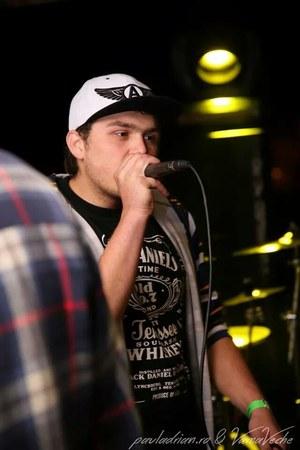 black hat - white coton alcot hat - black Jack Daniels t-shirt