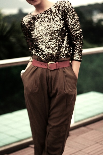 Disco Pony jumper - high waisted Zara pants - gold studded vintage belt