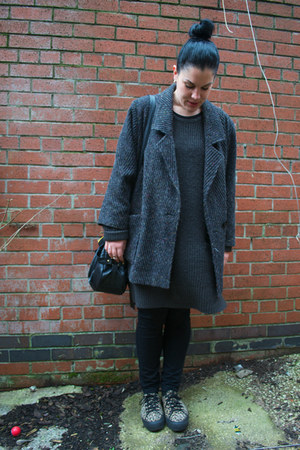 vintage coat - H&M dress - Primark jeans - Ebay bag - Schuh sneakers