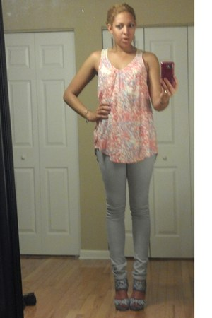 salmon fabrik top - heather gray Reuse jeans - periwinkle Kelsi Dagger heels