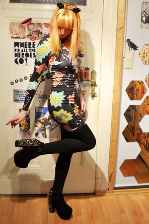 black accessories - comic dress dress