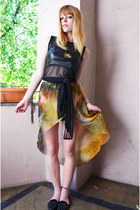 black knotted top top - galaxy print skirt - gold necklace