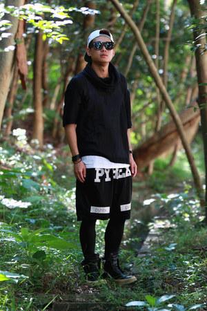 black snapback Mitchell & Ness hat - black PYREX VISION shorts