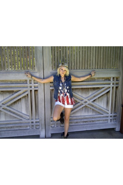 black combat boots Steve Madden boots - white jean shorts Lucky Brand Jeans shor