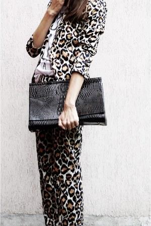 Ria Rosa bag - Mango suit - Enzo Brera heels - Secondhand t-shirt