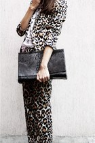 Ria Rosa bag - Mango suit - Enzo Brera heels - Secondhand t-shirt