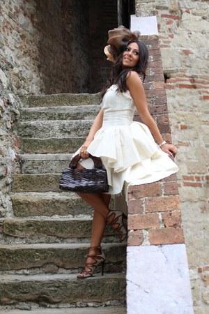 brown Lautre Chose shoes - off white Lu Xavier dress