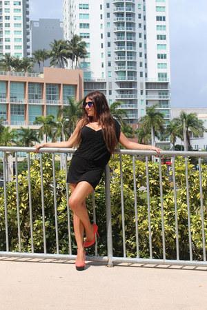 orange 7àMoi shoes - black Pinko dress