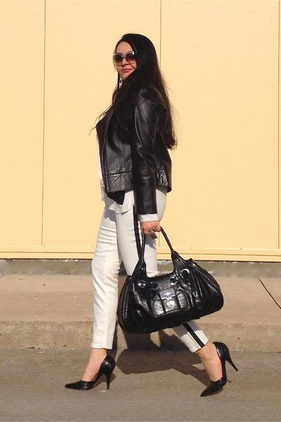 black bag - black pumps - white Zara pants