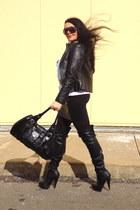 black boots - black bag - black Zara skirt