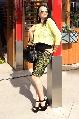 black Chloe bag - chartreuse Guess sweater - black LABELSHOEScom heels