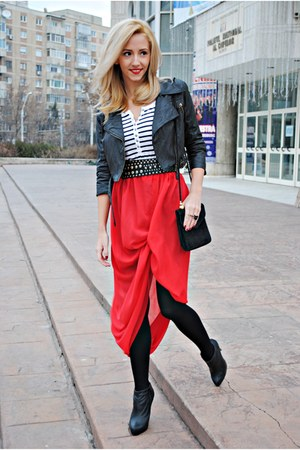 red DIY skirt - dark gray derin jacket