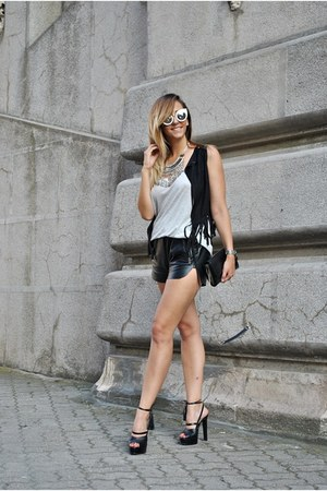 black Inia Lavin sandals - black She In vest - charcoal gray Guess watch