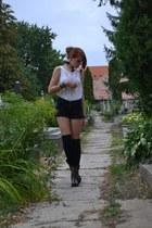 black pull&bear shorts - brown denny rose boots - white H&M shirt