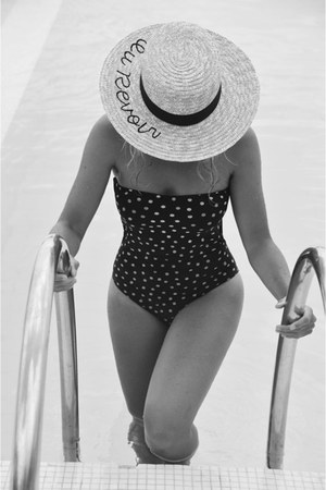 nude Easywear hat