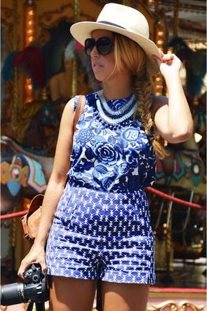 blue Sfera shirt - blue Sfera shorts - blue pivadiva necklace