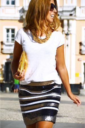 white H&M t-shirt - gold alaniz skirt