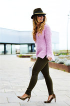 army green Sfera jeans - bubble gum Easy Wear sweater - brown Marypaz heels