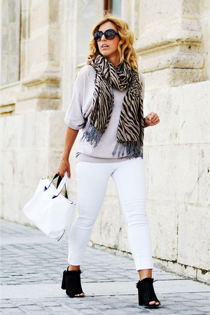 white Sfera jeans - beige H&M sweater - cream Zara bag - black Bershka heels
