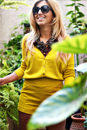 mustard Promod sweater - mustard Zara shorts
