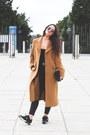 Vintage-coat-dresslink-glasses-yumas-sneakers