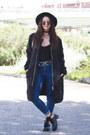Carolina-boix-boots-topshop-jacket-dresslink-glasses