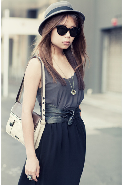 eggshell beatnik hip Mimco bag - black layla Topshop heels