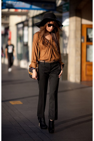 light brown dior bag - black asos pants