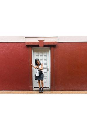 black bag Sportsgirl bag - black skirt hunt no more skirt - ivory top Azuki top