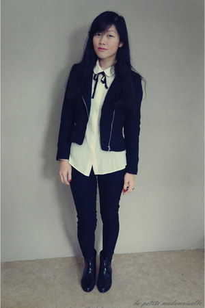 ivory shirt Marc by Marc Jacobs shirt - black boots Mel Shoes boots