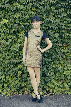 gold shift dress La Petite Mademoiselle dress - black heels Forever 21 heels