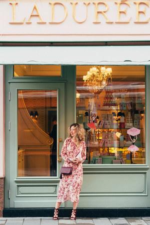bubble gum dress - brick red portal heels