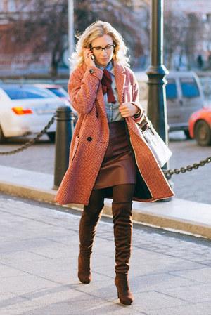 ruby red Promod coat - brick red Stradivarius skirt