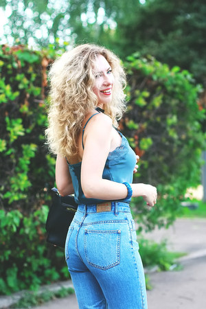 teal intimissimi top - pull&bear jeans