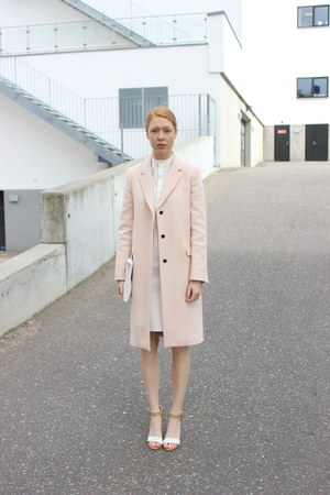 neutral Zara coat - white faux leather Jernov skirt
