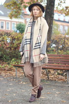 classic check Burberry scarf - light brown vintage pants