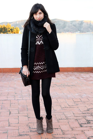 black Zara coat - crimson Zara sweater - black faux fur Pimkie scarf