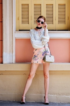peach BAZZR shorts - tan LE PANDORINE bag - black CAMERON JAMES CO sunglasses