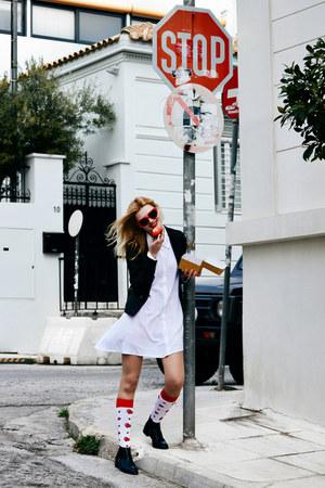 black lynne jacket - white lynne shirt - red SAMSON HOSIERY socks