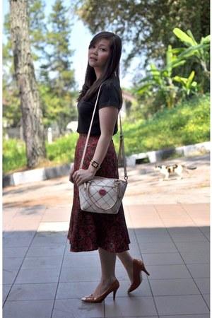 printed midi thrifted vintage skirt - coach bag